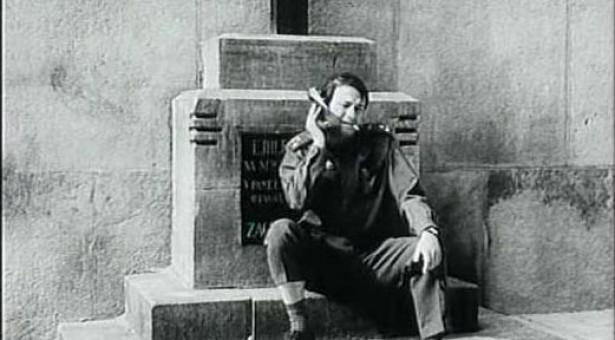 Symbolika tísně a uvěznění ve filmu Zabitá neděle