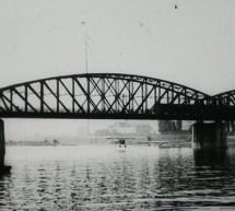 Smrtelný let aeroplánu pod pražským mostem