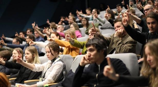 VFF 2019: Óda na Romu a americké zapadákovy, pouštní meditace a kameramanská terapie