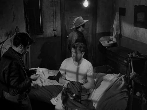 Border Incident (1949): Vládní agenti vutajení jsou terčem násilí gangsterů, které pronásledují.