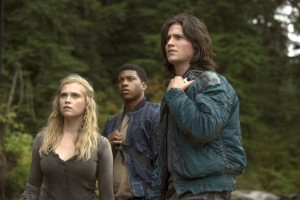 "The 100 -- ""Earth Kills"" -- Image: HU103b_0392 – Pictured (L-R): Eliza Taylor as Clarke, Eli Goree as Wells, and Thomas McDonell as Finn -- Photo: Cate Cameron/The CW -- © 2014 The CW Network, LLC. All Rights Reserved"